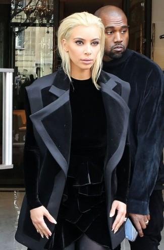 kim-kardashian-blonde-hair-spl936348_001-419x640